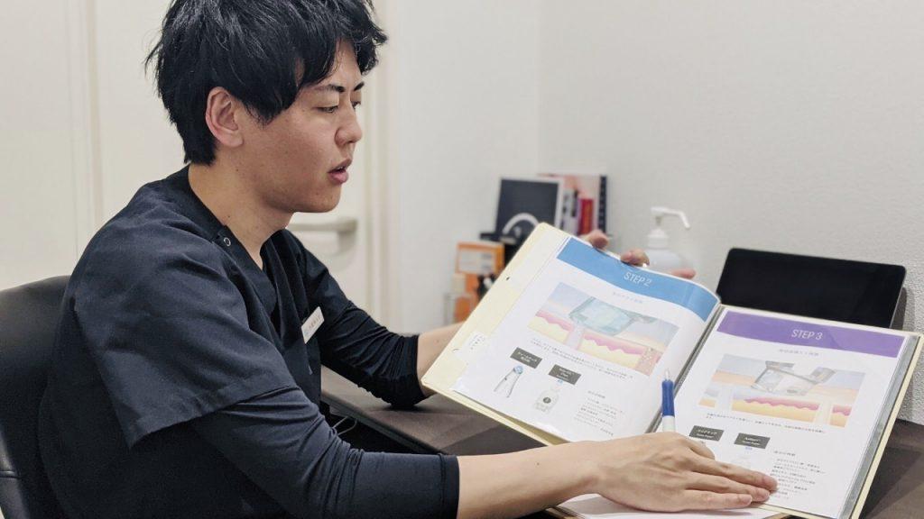 資料を使用して説明してくれる竹田先生②